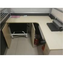 鑫辉 办公桌 W1800(600)*D1500(600)*H1100  含床和衣柜